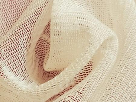 Tulle de soie extensible blanc crémeux