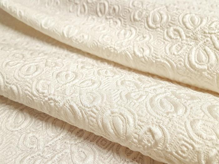 Broché de laine et soie blanc cassé