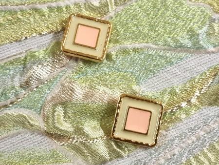Bouton métal doré et émail
