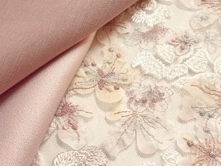 Tulle brodé rose et blanc naturel