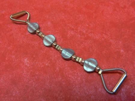 Accessoire de bretelle gris métallique