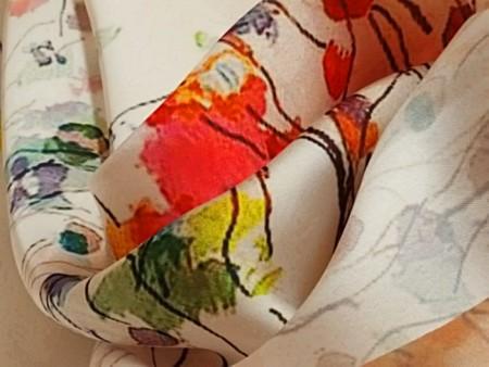 Satin imprimé bouquets stylisés
