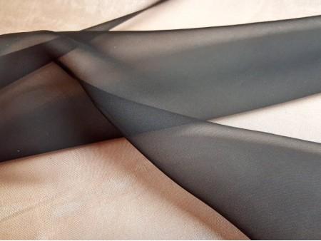 Organza de soie noir grande largeur