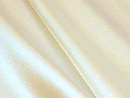 Satin de soie ivoire
