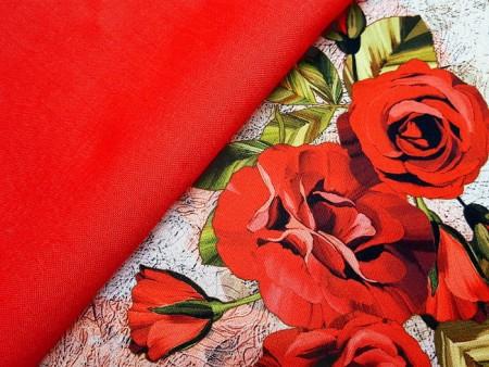 Satin de soie aux roses rouges